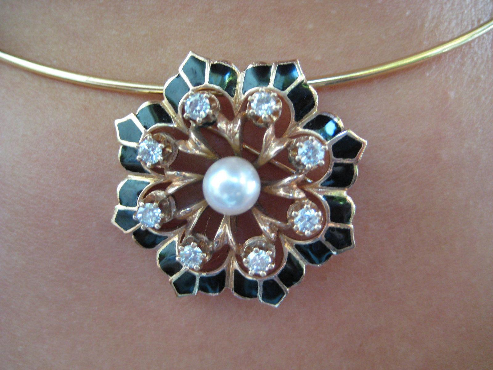 Antique jewelry in diamonds, gold, platinum and various precious gems.